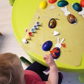 Malen und Basteln ist bei allen Kindern beliebt.