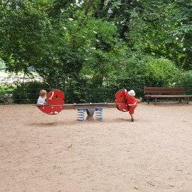 Wir machen täglich einen der vielen Spielplätze in Mülheim unsicher.